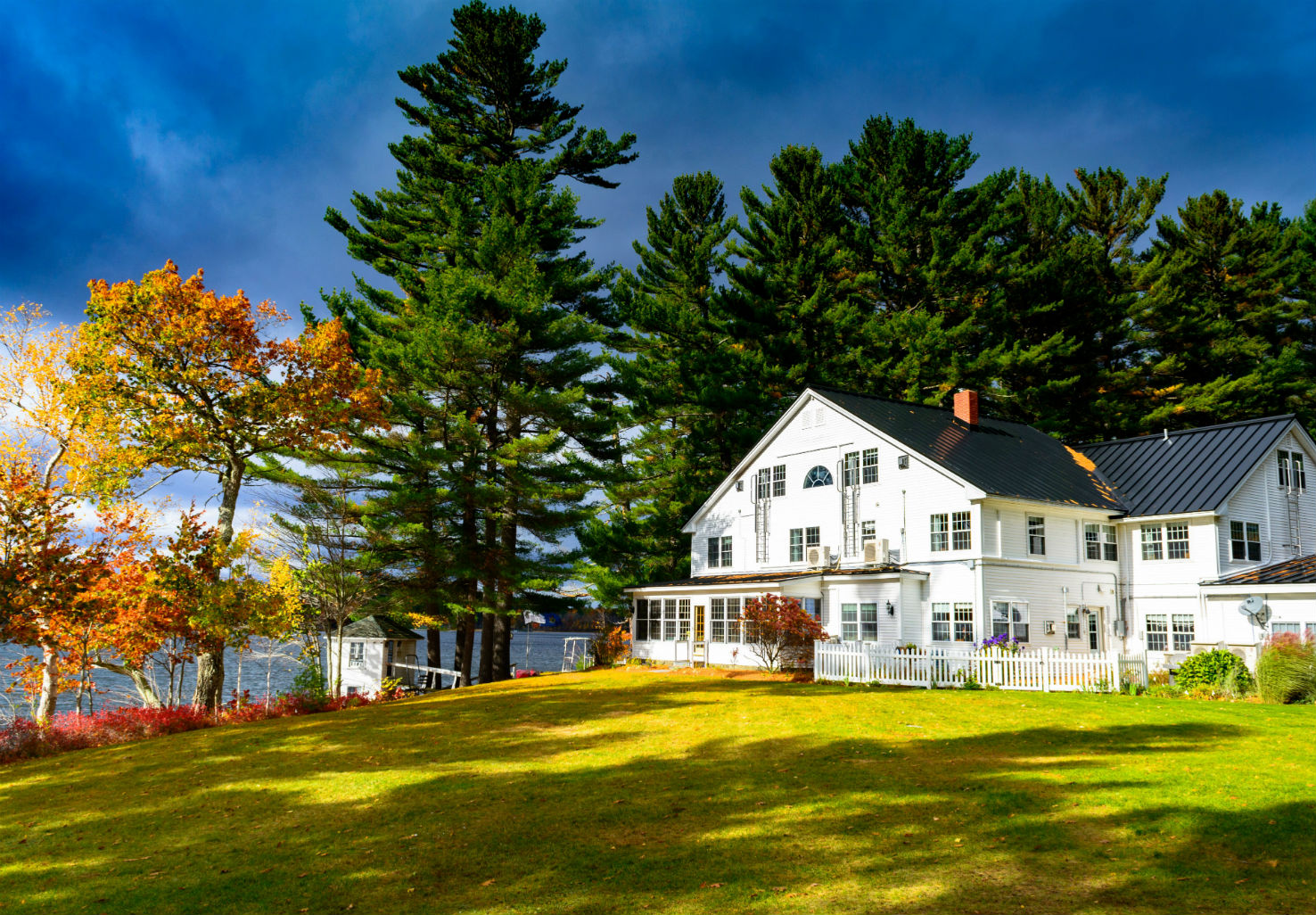 Exterior of the Wolf Cove Inn during the fall