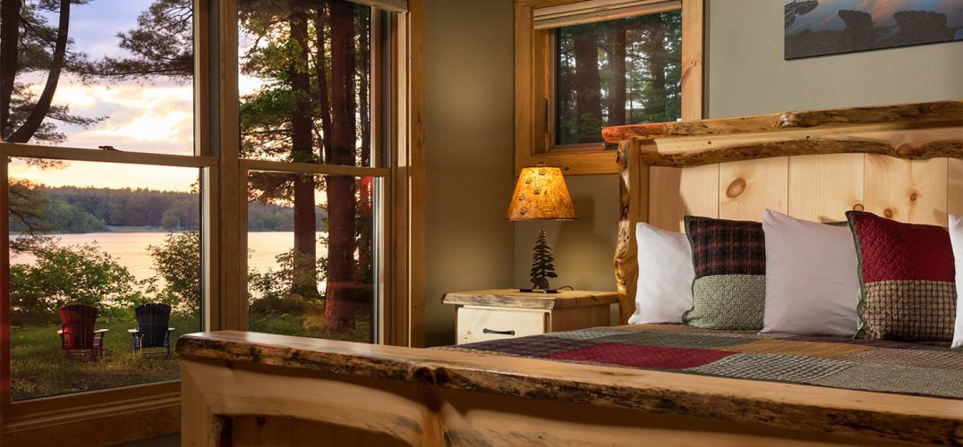 Eagles Nest Cabin Bed with a view