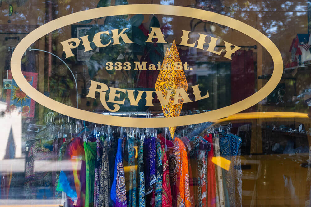 Pick A Lily Clothing storefront