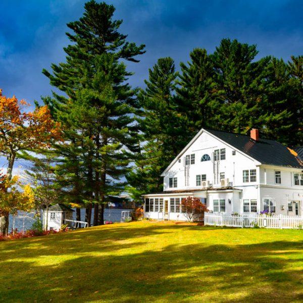 Wolf Cove Inn in the fall