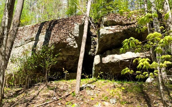 Romantic Picnic Ideas - Cave Trail In Poland, Maine