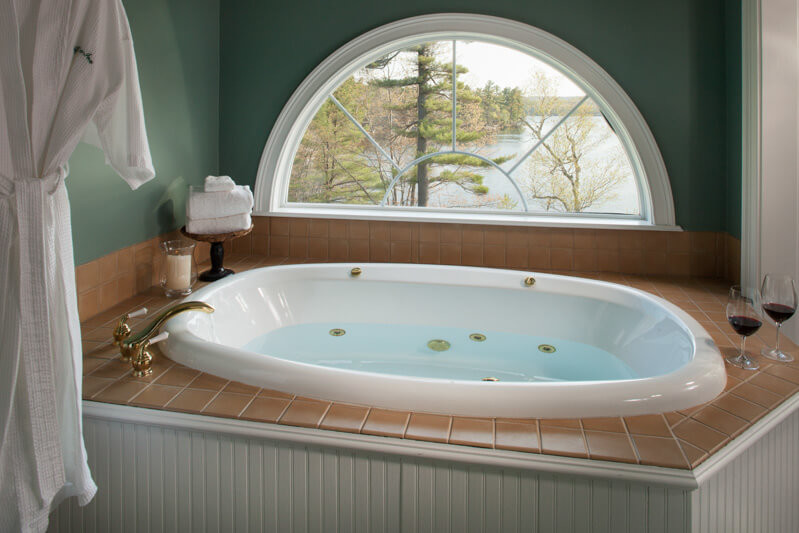 Romantic Maine B&B with Jacuzzi Spa Tubs