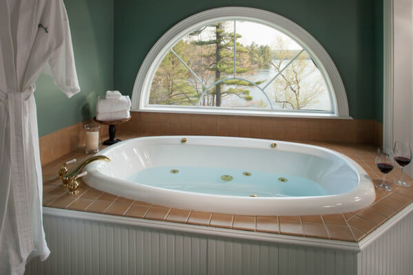 Sugarloaf Suite Spa Tub